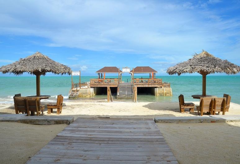 Dream Villas, Андрос-Таун, Пляж