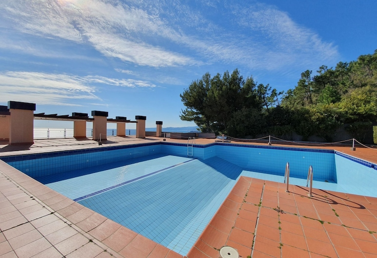 Beautiful Holiday Home in Varazze With Swimming Pool, Varazze, Pool