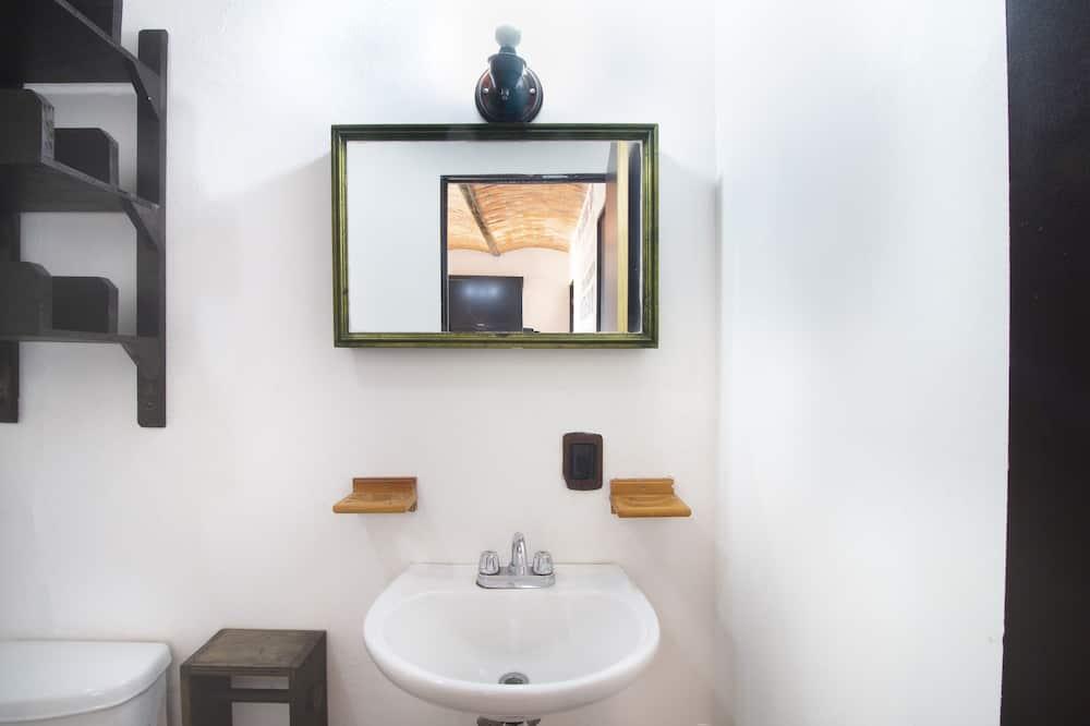 Standard Suite, Multiple Beds - Bathroom
