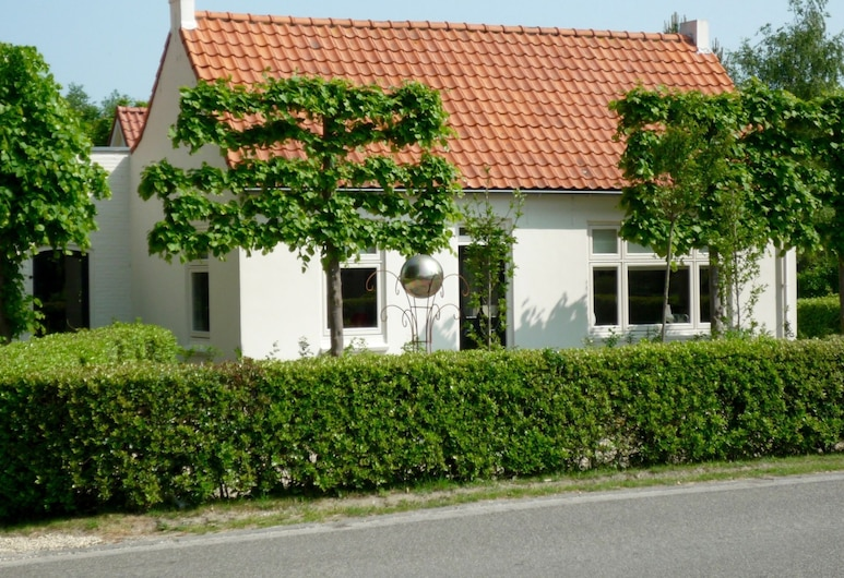 Cosy 4-person Holiday Home in one of the Prettiest Spots of Ouddorp, Église réformée d'Ouddorp