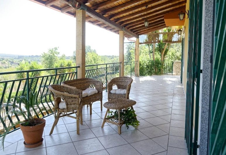 Captivating Holiday Home in Floridia With Garden, Syracuse, House, Balcony