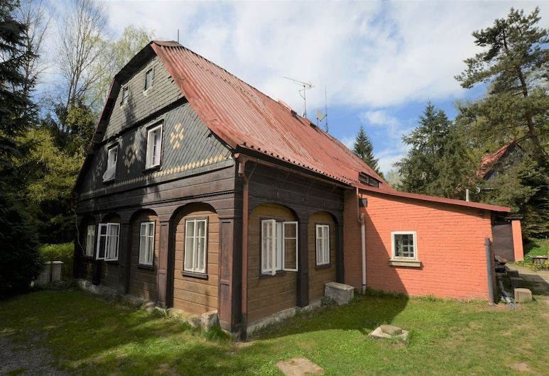 Detached Holiday Home With 5 Bedrooms and Billiards in Northern Bohemia, Krasna Lipa