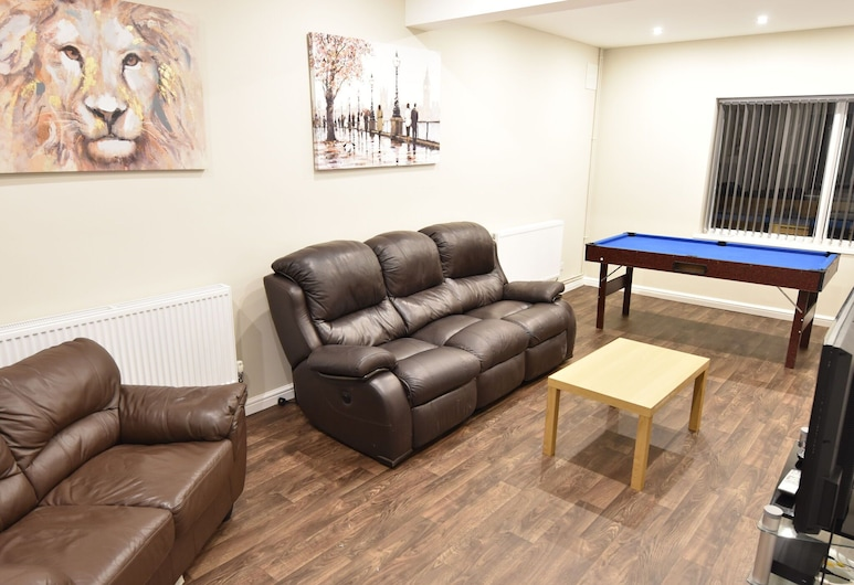 Spacious Holiday Home in Coventry Near Coventry University, Coventry, Living Room