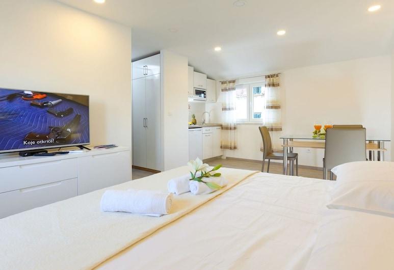Luxury Studio Apartment in the Heart of Split With Flat-screen TV, Airco and Wifi, Split, Íbúð, Stofa