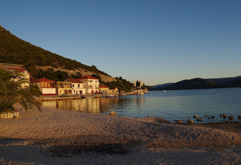 Spacious and Modern Apartment, Directly on the Beach in Klek, 70 km Away From Dubrovnik, Slivno, Plage