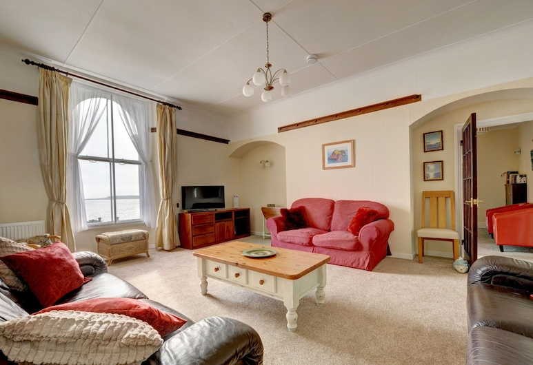 Bright, Spacious Apartment in Tenby, Looking out Onto Castle Beach, Tenby, Living Room