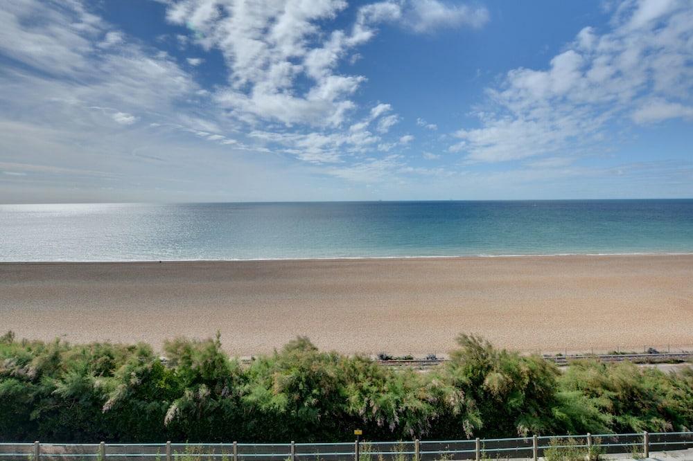 Charming Apartment Near Brighton With Seaview