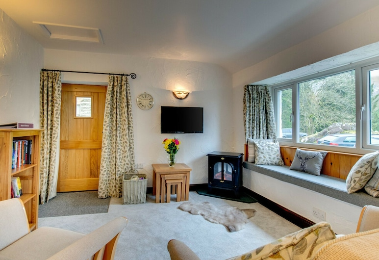Cosy Holiday Home With Private Parking, Perfectly Situated in the Beautiful Elterwater, Ambleside, Living Room