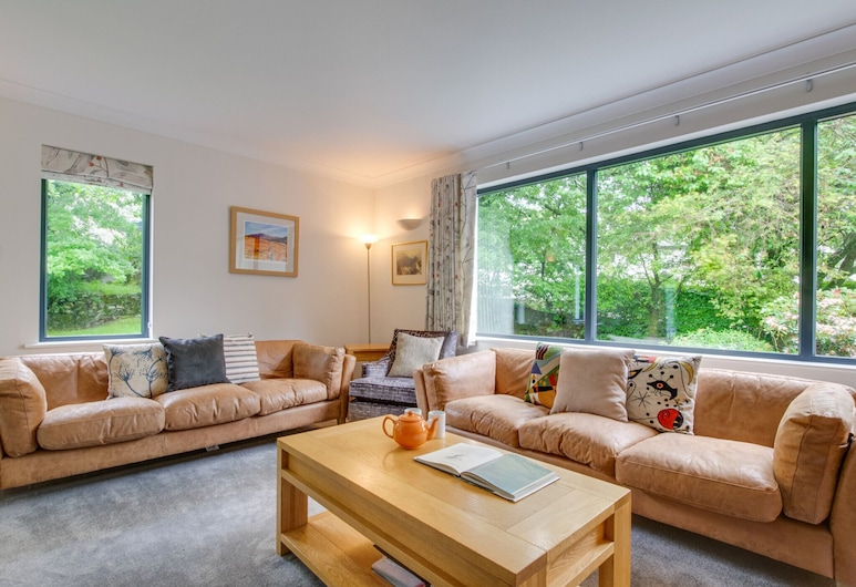 Detached Holiday Home With Three Bathrooms, Open Fire and Private Parking, Ambleside, Dnevna soba