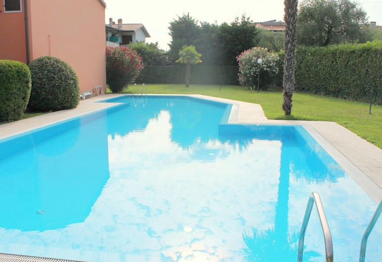 Newly Renovated Holiday Home With Scenic Hill-view, Lazise, Esterni