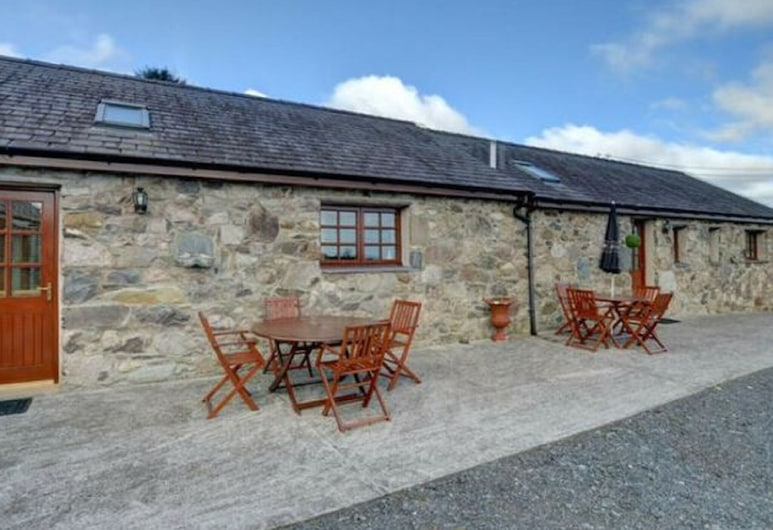 Former Farmhouse Changed Into a Spacious Holiday Home in a Rural Area, Y Felinheli