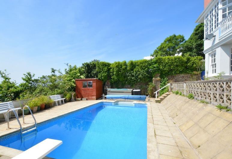 Modern Apartment in Tenby With Swimming Pool, Tenby, Piscina