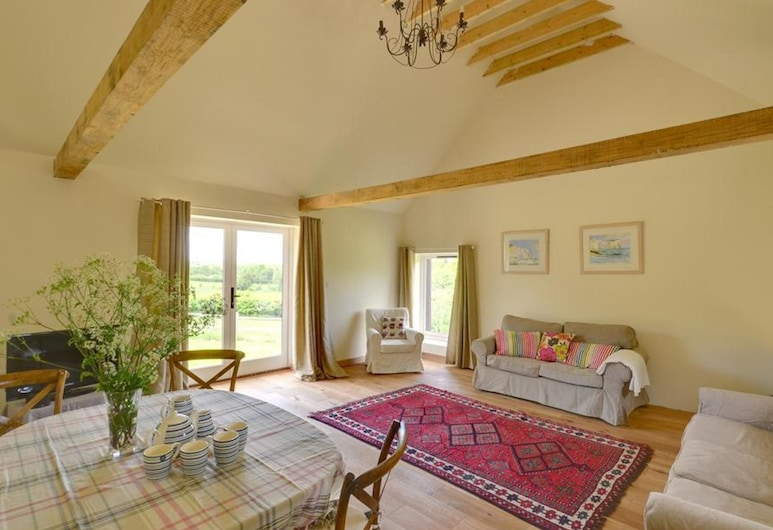 Holiday Home Offering Stunning Views Across the Valley in the Village of Sedlescombe, Battle