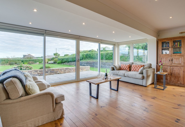 Beautiful, Detached Holiday Home With Open Fireplace and Large Garden in Cornwall, Padstow, Living Room