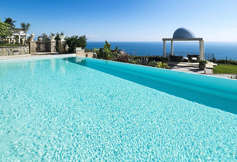 Exclusive Villa With Panoramic Swimming Pool and Jacuzzi, 2 km From the Sea!, Letojanni, Piscina