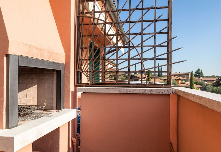Beautiful Apartment With Garden and Fireplace, Lazise, Balkong