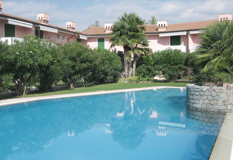 Vibrant Holiday Home in Lazise With Swimming Pool Near Lake, Lazise