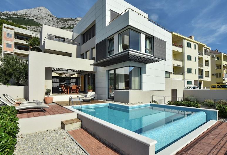 Swanky Villa in Makarska With Sauna, Jacuzzi & Mountain Views, Makarska