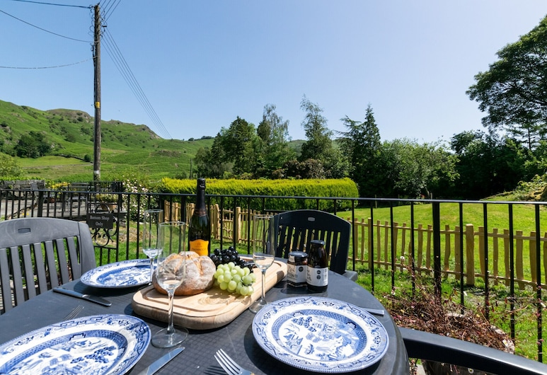 Cosy Traditional Cottage in the Heart of Elterwater, Ambleside, Parveke