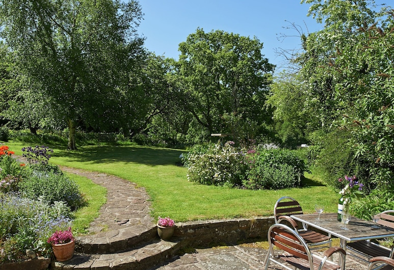 Historic Holiday Home in Llangynidr With Private Garden, Crickhowell