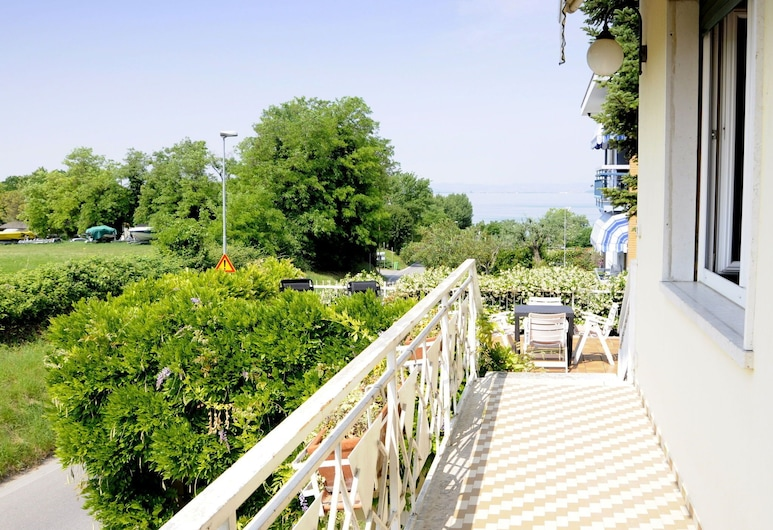 Just 300 Meters From the Harbour and Sandbeach of Pacengo di Lazise, Lazise, Balkon