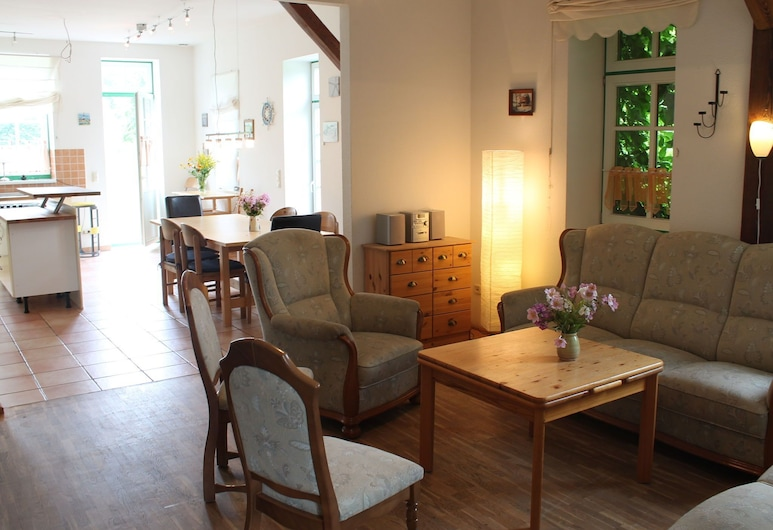 Large Apartment in Blowatz Germany With Garden, 布瓦茲, 客廳