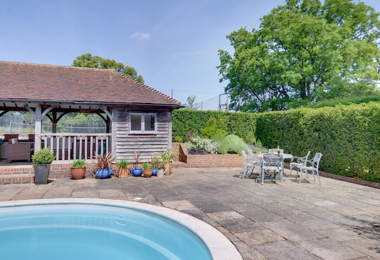 Vintage Holiday Home in Leigh With Swimming Pool, Tonbridge, Balcony