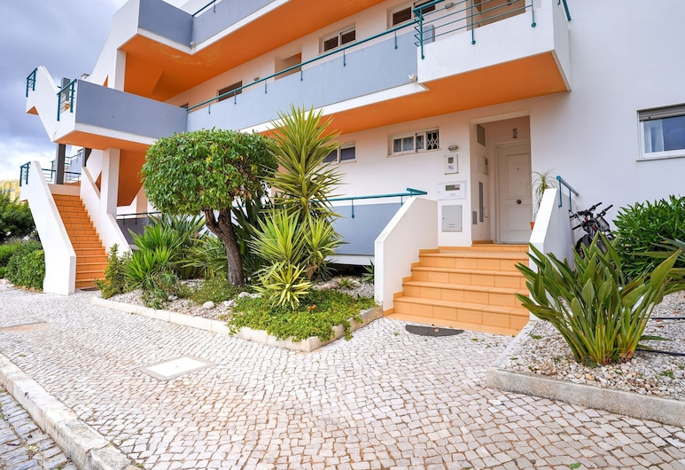 Excellent one Bedroom Apartment in Meia Praia, With Communal Pool, Lagos