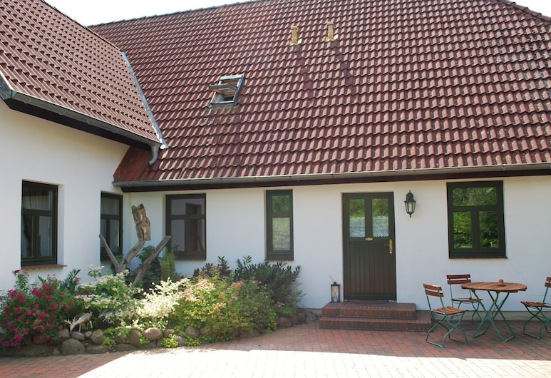 Cozy Apartment in Dargun Mecklenburg With Swimming Pool, דארגון