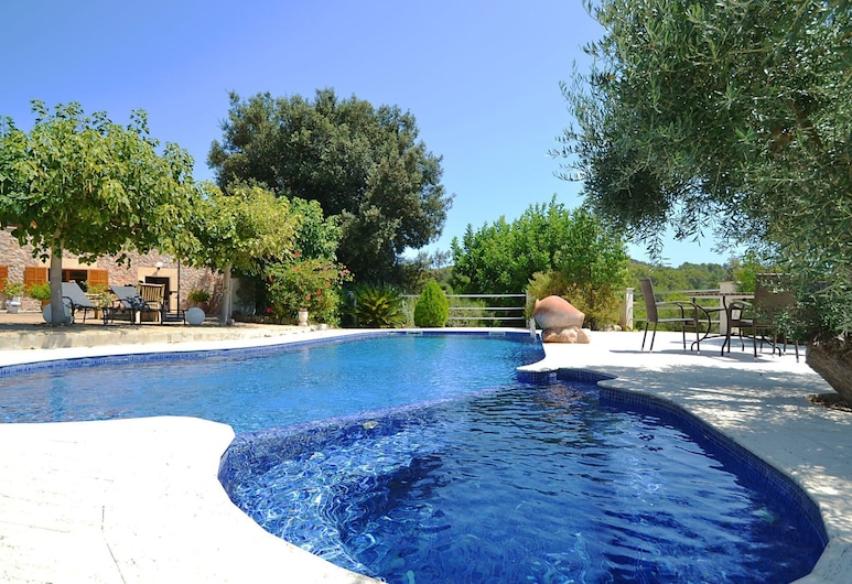 Lovely Holiday Home in Alcúdia With Jacuzzi and Private Pool, Alcudia, Ytra byrði