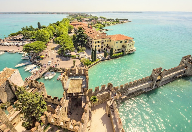 Residence in Lugana di Sirmione, With a Beautiful Swimming Pool, Sirmione, Exterior