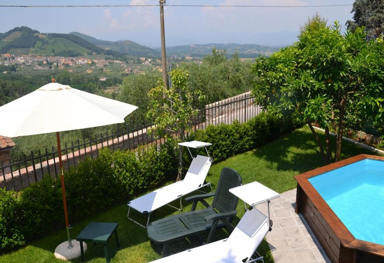 Modern Villa With Private Pool and Fenced Garden 12 km From Lucca, Capannori, Balcón