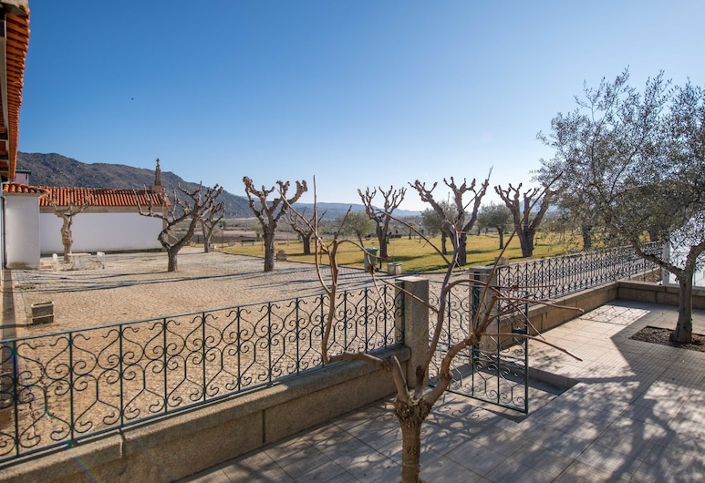 Semi-detached Holiday Home on an Estate With a Swimming Pool, Vila Flor, House, Balcony