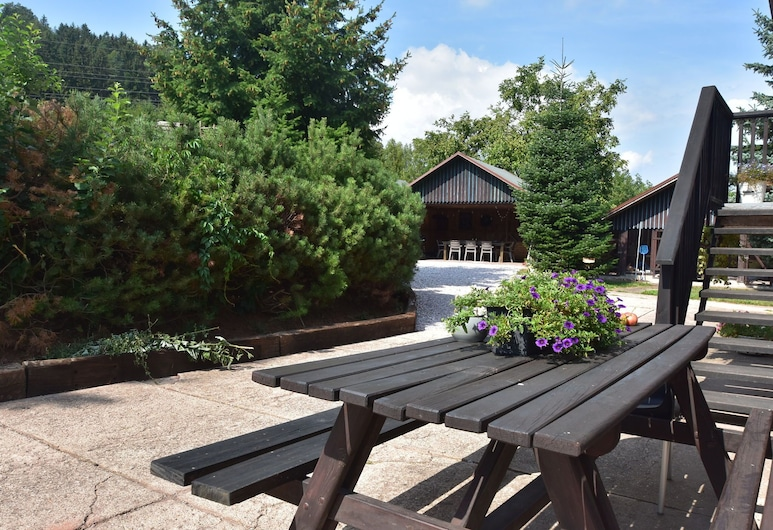 Comfortable, Nicely Furnished Holiday Home With Private Swimming Pool in Stunning Location, Levínská Olešnice, Balkon