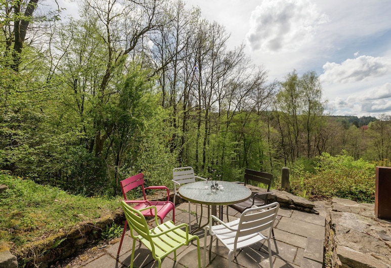 Beautiful Holiday Home With Whirlpool and Sauna, Situated Along the Woods, Libin, Balkoni