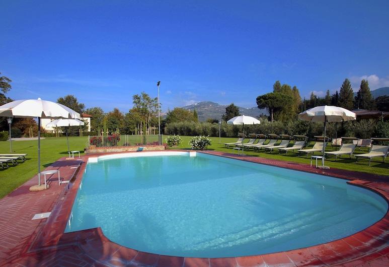 Agriturismo Near Cortona With Spacious Garden and Swimming Pool, Cortona, Basen