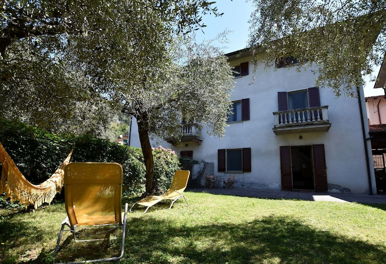 Two-family Home With Private Garden 100 Metres From the Lake and Beach, Marone