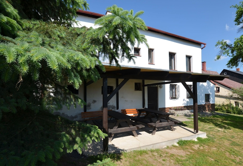 Spacious Cottage for Groups With Billiards and Sauna With 8 Bedrooms, Jiřetín pod Jedlovou