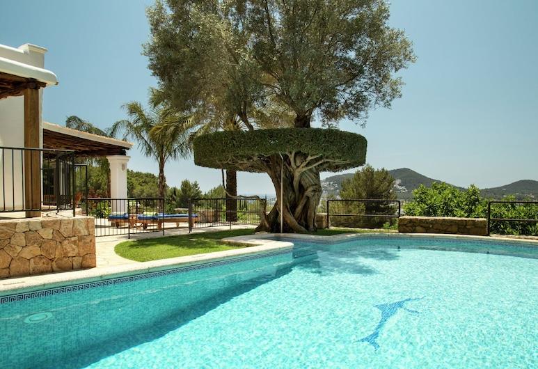 Cozy Holiday Home in Santa Eulària des Riu With Private Pool, Santa Eulalia del Rio, Pool