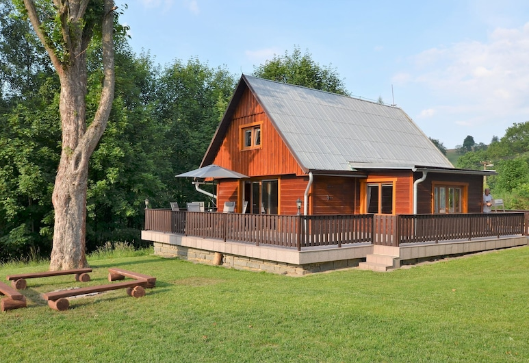 Beautiful Holiday Home With Well-kept, Fenced-in Rice on the Shore of a Small Reservoir, Krasna Lipa, Dış Mekân