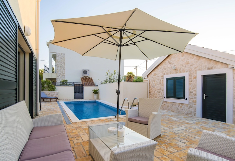 Brend new Villa With Private Pool, Fenced Garden, Nice Covered Terrace, BBQ, Posedarje, Pool