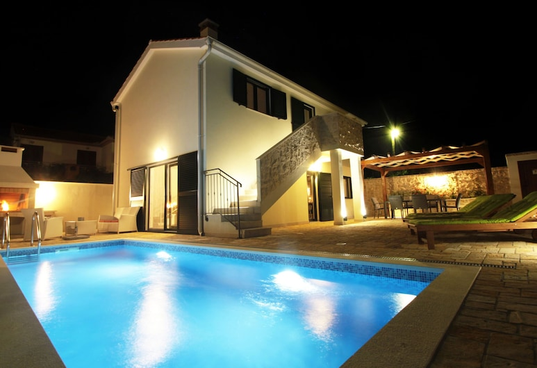 Brend new Villa With Private Pool, Fenced Garden, Nice Covered Terrace, BBQ, Posedarje, Ārpuse