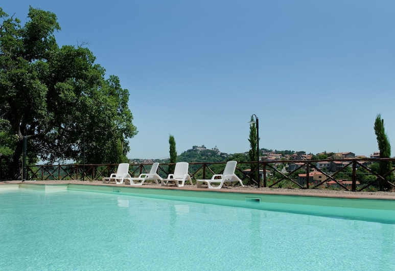 Mansion in Montefiascone With Pool, Garden, Parking,barbecue, Montefiascone, Piscina