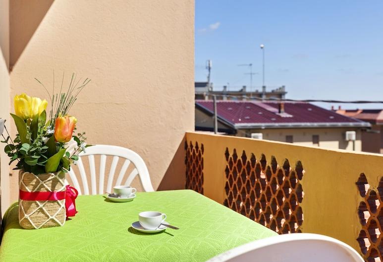 Cute Beachfront Apartment in Rosolina Mare, Close to Venice, Rosolina, Balkon