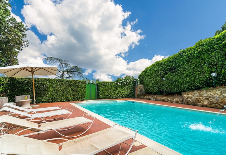 Holiday Home in the Town Centre With Pool, Garden, Jacuzzi, Lajatico, Piscina