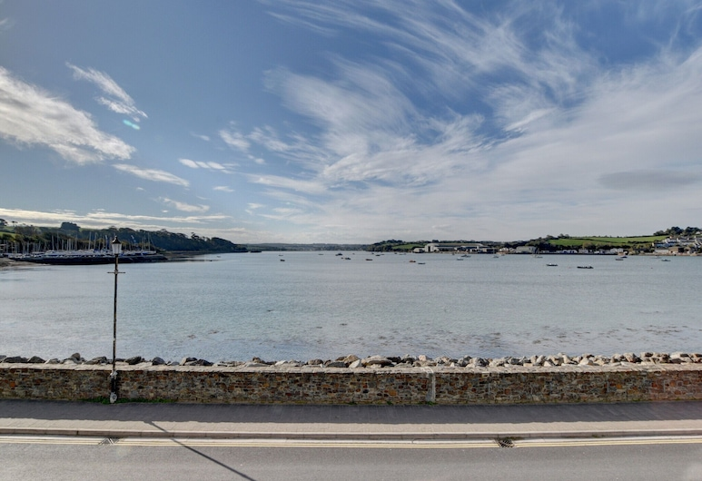 Magnificent Apartment With Phenomenal View Across the Bay, Nearby Appledore, Bideford, Pláž