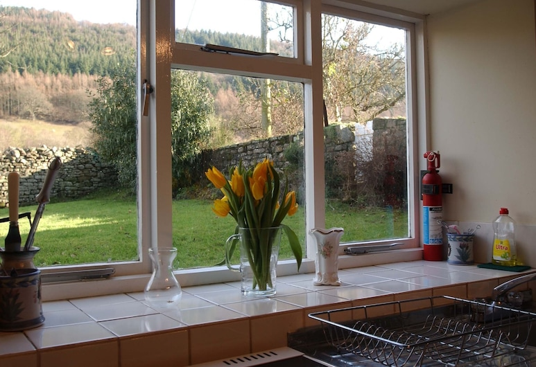 Rural Cottage With Lovely Features Such as a Warm Fireplace, Situated in Aber, Brecon, Oturma Odası