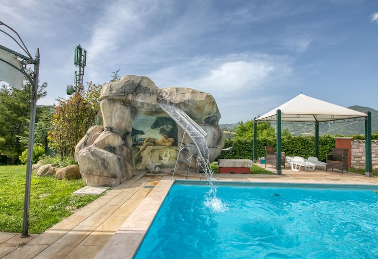 Picture-perfect Holiday Home in Cagli With Roofed Terrace, Cagli, Kolam Renang