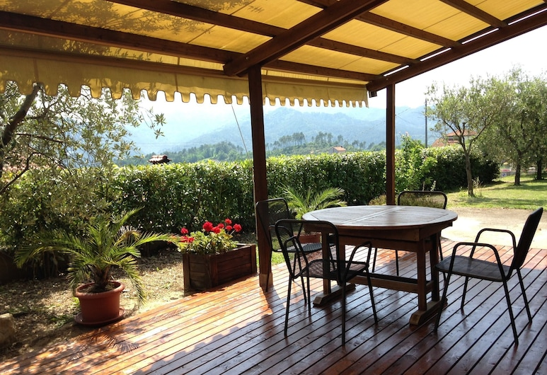 Small and Charming Residence Nestled in the Hills Surrounding La Spezia, Bolano, Cottage, Balcony