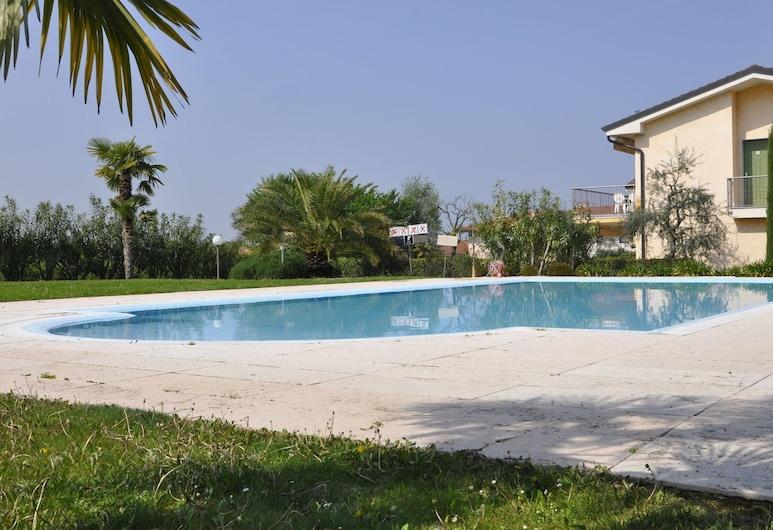 Cozy Holiday Home in Lazise With Garden, Near Lake Garda, Lazise, Hồ bơi